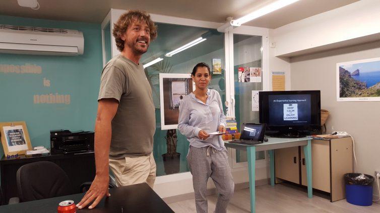 Matias und Aldana beim Meetup im Bedndesk Coworking auf Mallorca